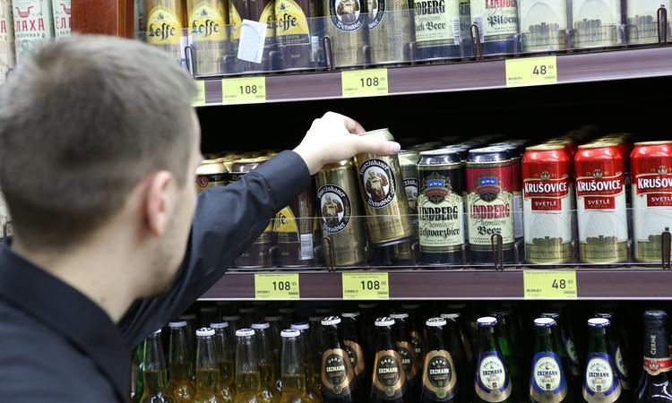 Росстат зафиксировал падение продаж алкоголя вРФ