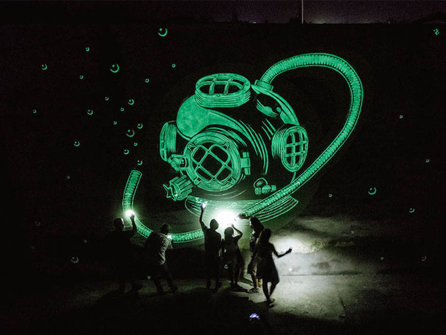 Phosphorescent Street Art with Hidden Meaning (11 pics)