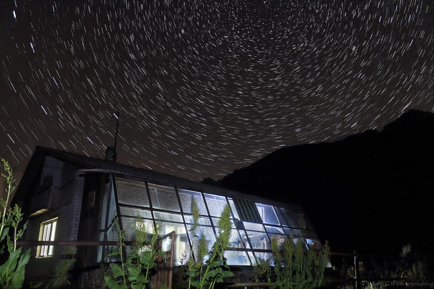 сферический поток звёзд, эффект звёздной дорожки снимки высокой выдержки или много снимков скомпанованных в один