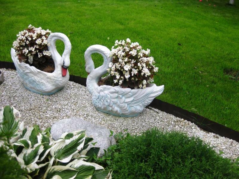 Бетонный вазон Лебедь