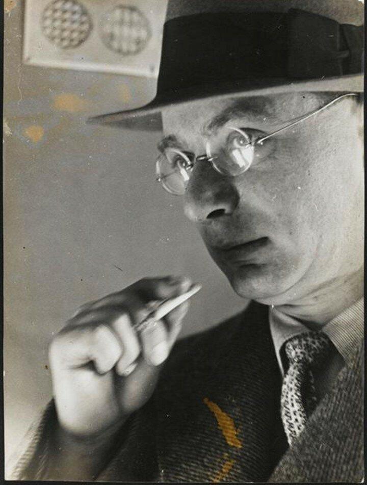 1930. Поль Медина