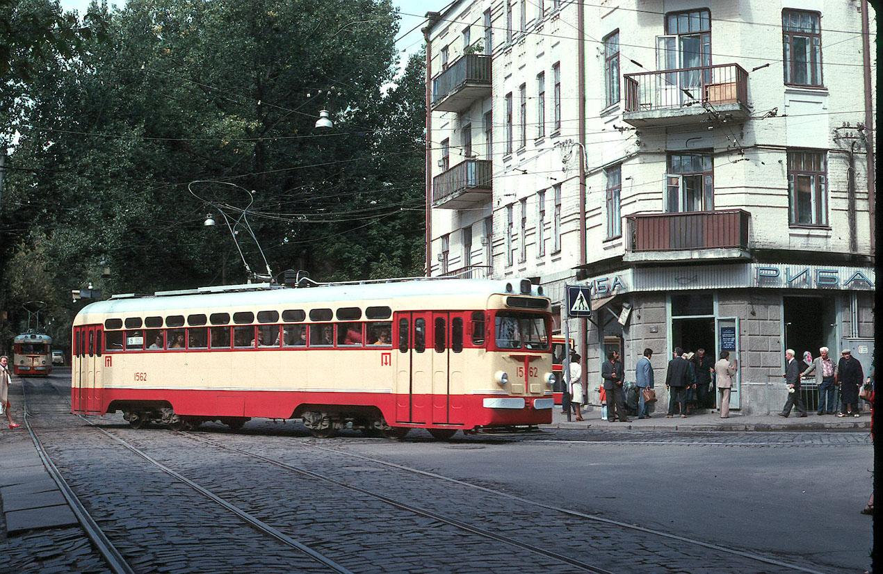 Киев. Улица Дмитриевская