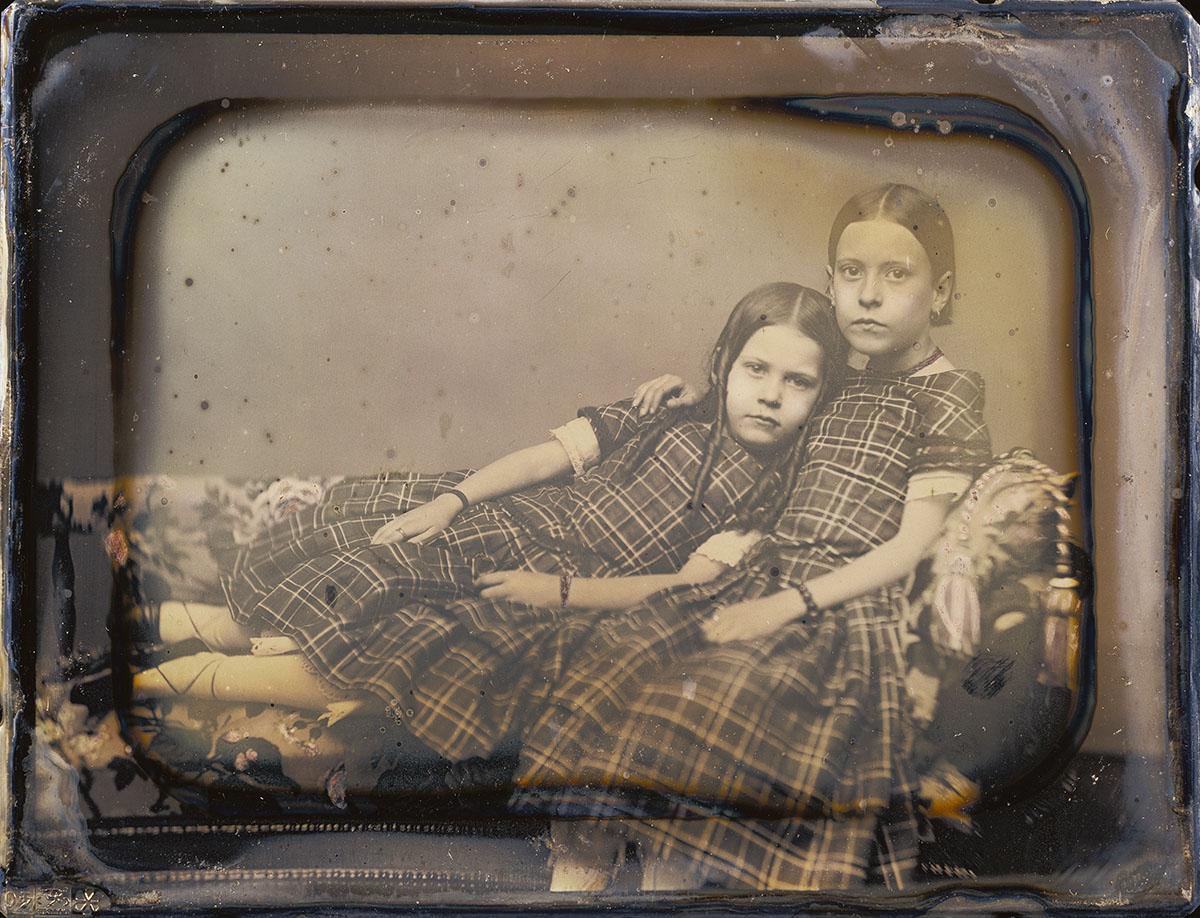 1851. Две девочки