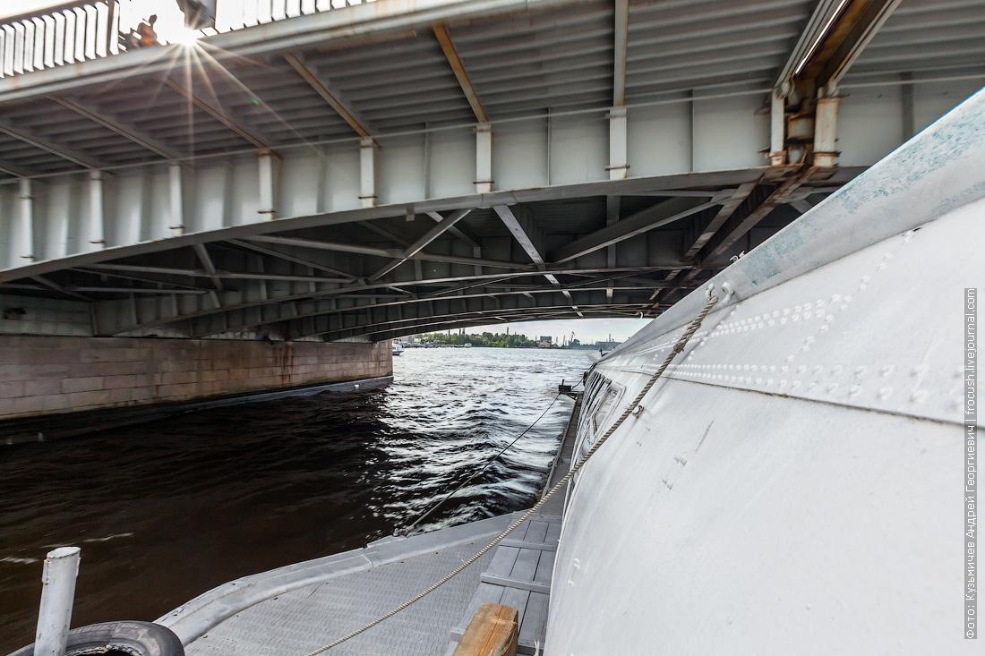 в Петергоф на Метеоре фото прохода под мостом