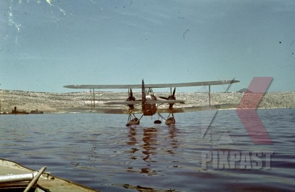 stock-photo-heinkel-he-59--reconnaissance--attack-floatplane-aircraft-luftwaffe-tripoli-harbour-in-libya-1942-11246.jpg
