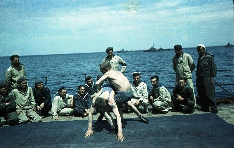 1949с Отдыхающие матросы. Шагин.jpg