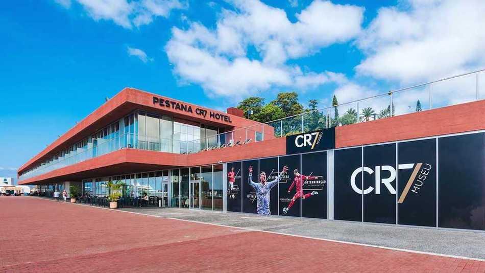Внутри отеля в футбольном стиле, который Криштиану Роналду открыл у себя на родине