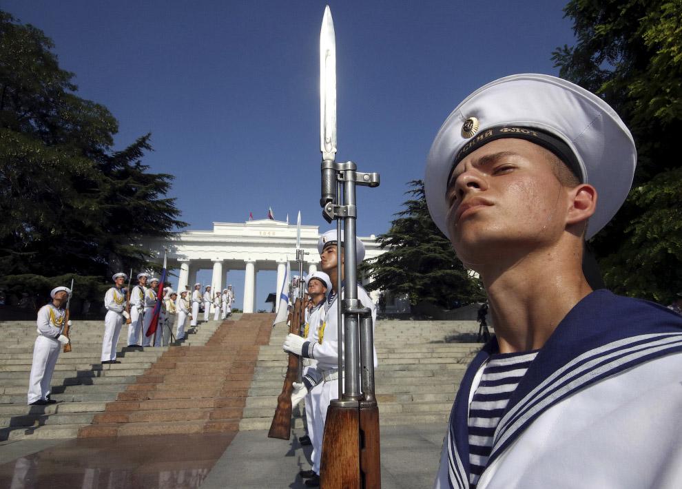 18. День ВМФ во Владивостоке. (Фото Yuri Maltsev | Reuters):