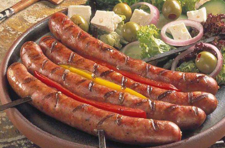 3. Тюрингер Готовятся из нежирных мелко рубленых свинины или говядины. В колбаски добавляются тмин,