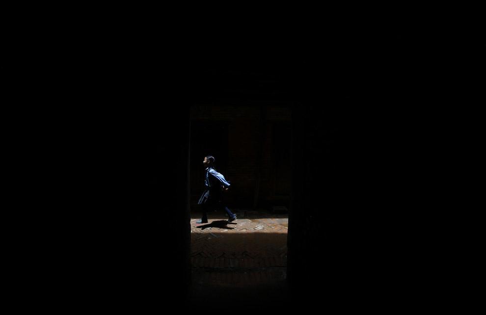 9. Кровь для бога-львицы после принесения в жертву буйвола во время фестиваля Индра Джатра в Ка