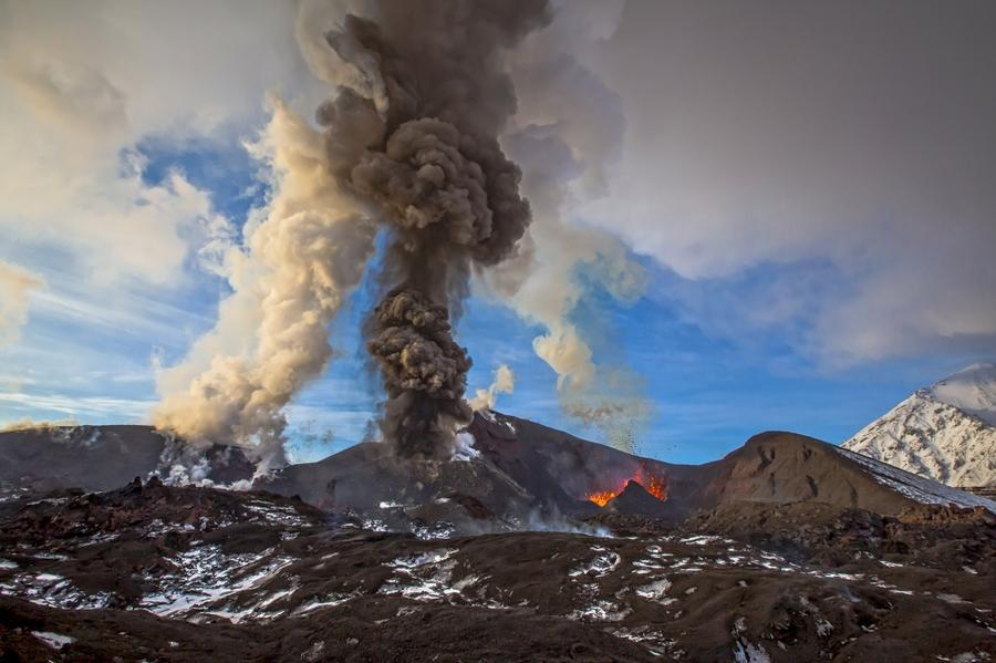 11. Черное и белое Камчатка, извержение вулкана Плоский Толбачик.
