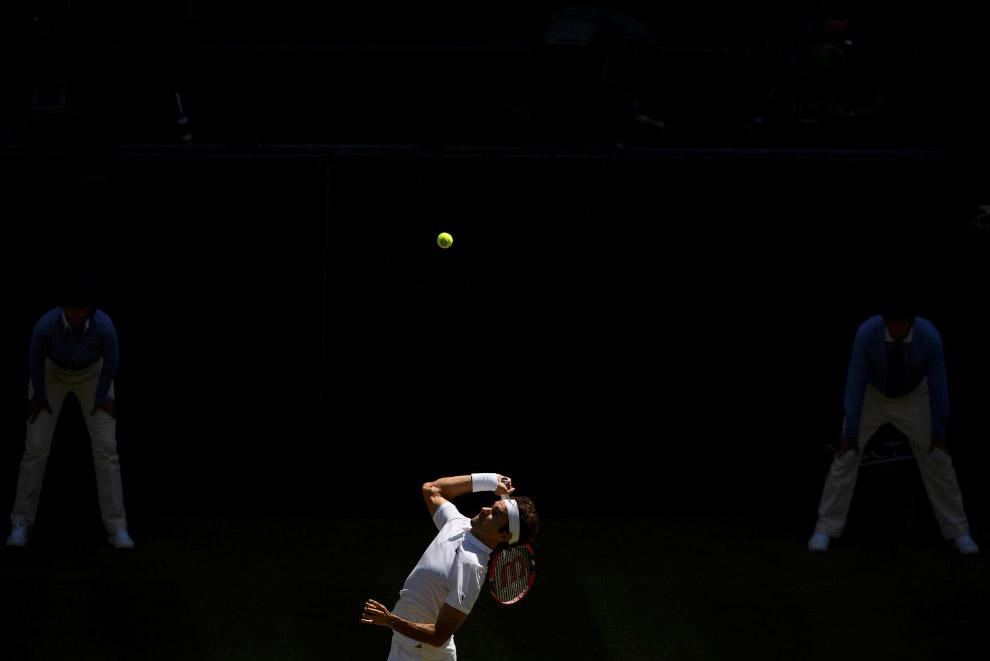 13. Сильнейший теннисист планеты серб Новак Джокович. Удачно борется за звание лучшего теннисис