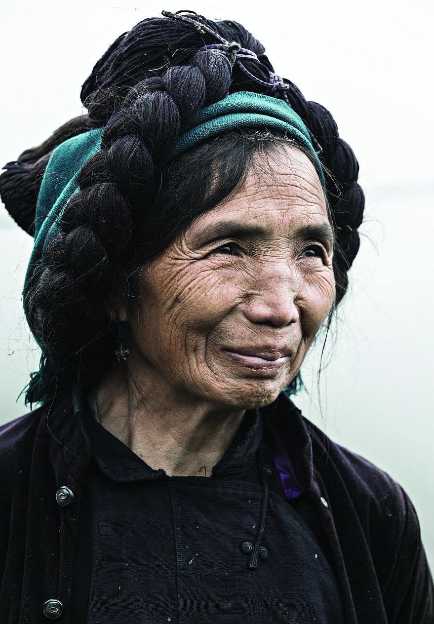6. Женщина племени ха нхи.