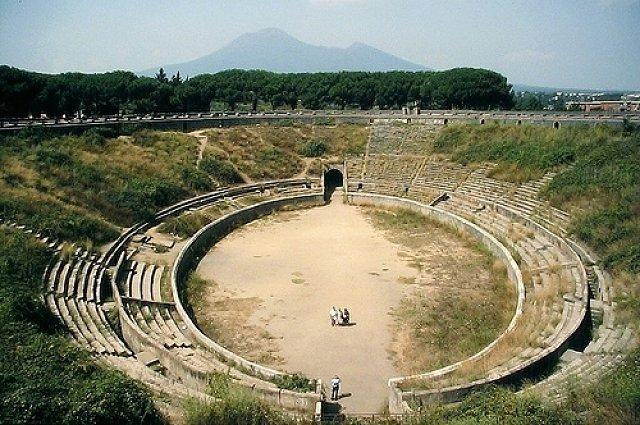 6. Помпеи Spectacula После случившегося 24 августа 79 года нашей эры извержения вулкана Везувий, в г