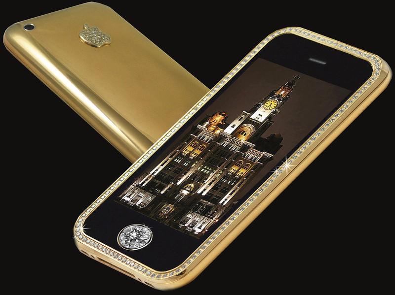 8. Золотой телефон – Stuart Hughe`s Goldstriker iPhone 3G Supreme 10 месяцев потребовалось дизайнерс