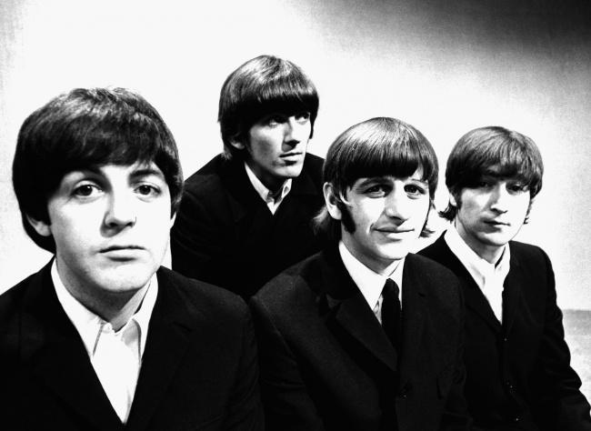 8. The Beatles В начале своей карьеры группа The Beatles получила отказ в заключении контракта от зв