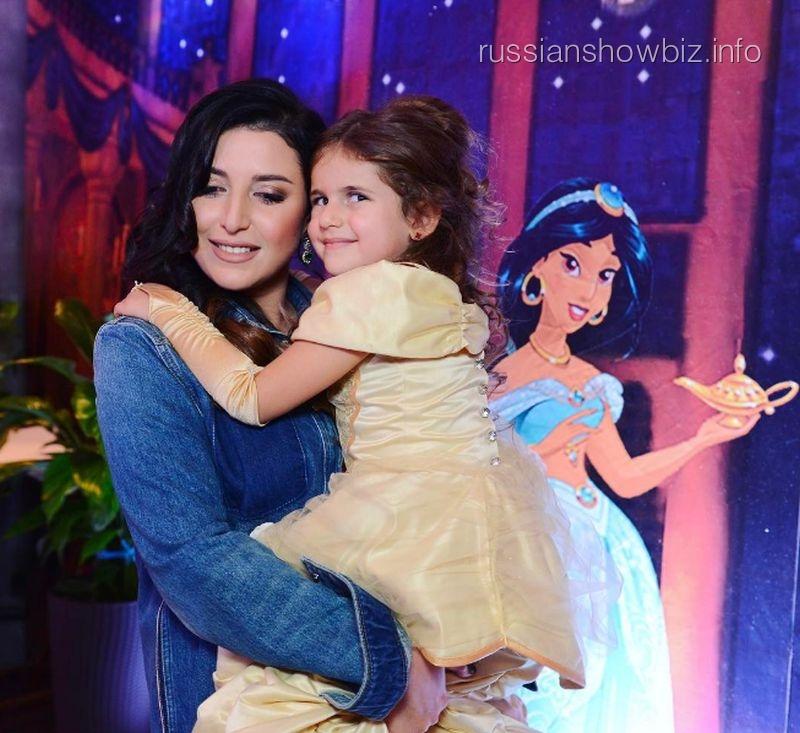 Секретарь В.Путина пришел поздравить с5-летием дочку эстрадной певицы Жасмин