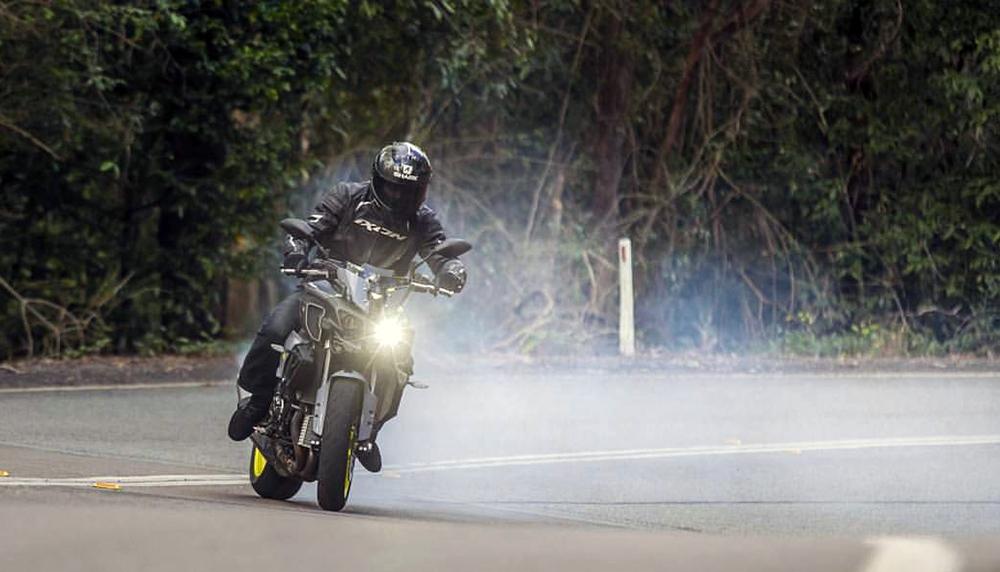 Заряженный стантбайк Yamaha MT-10 Supercharged Дэйва Маккена