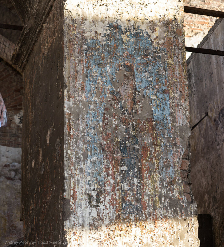 роспись на стене храма все еще сохранилась несмотря на вермя