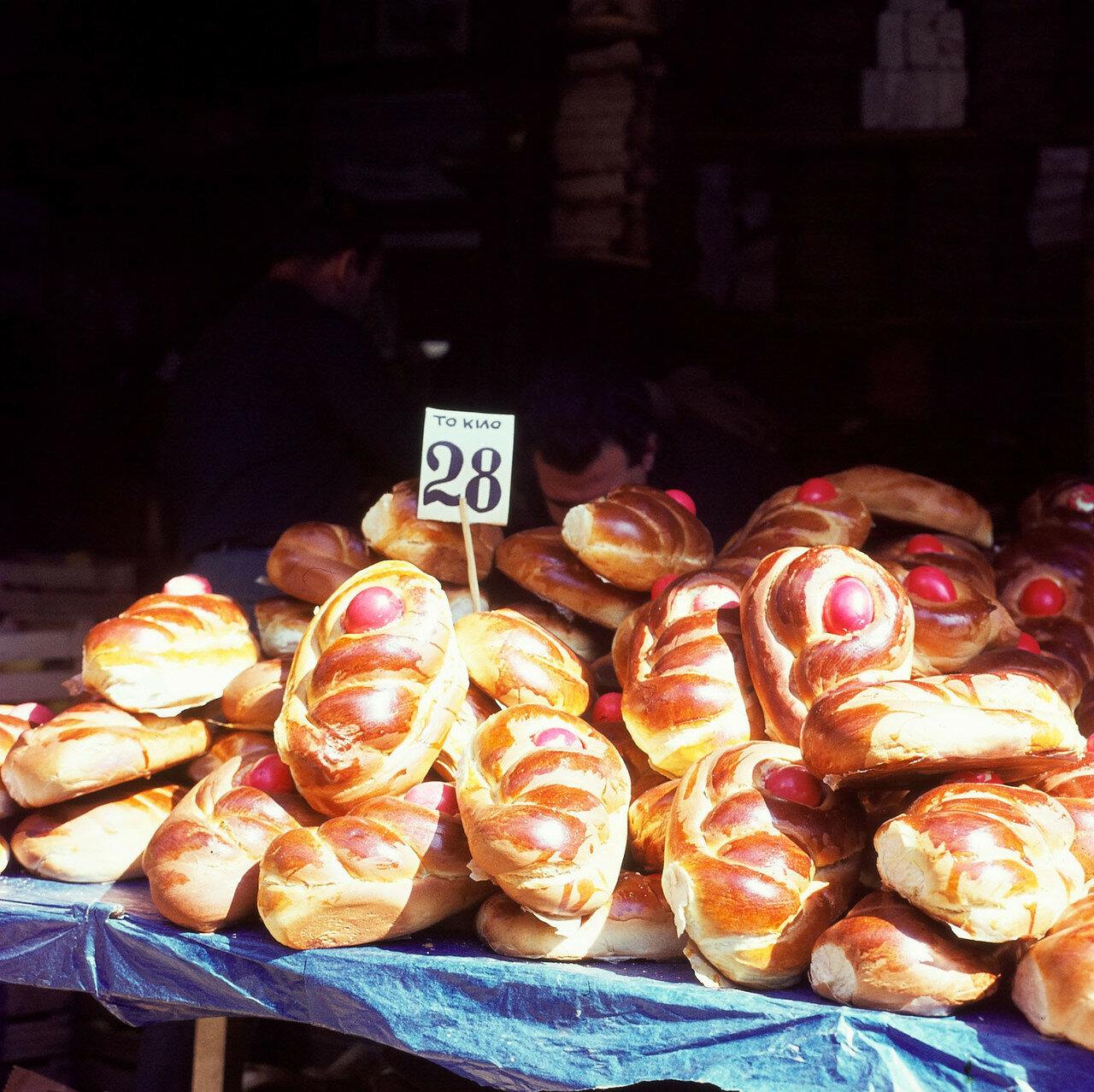 Στην εμπορική οδό.  Αρτοποιείο.  δείγματα προϊόντων
