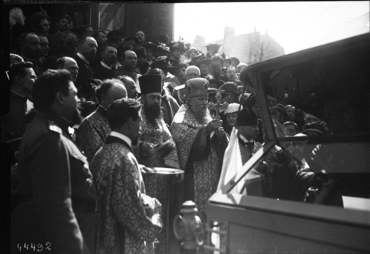 1915. 18.04. Благословение  машин перед их отездом на передовую возле русской церкви на рю Дарю