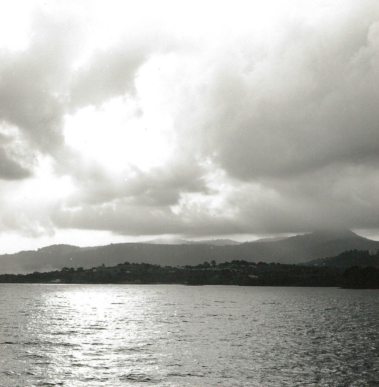 Фритаун. Вид с моря на город и атлантическое побережье