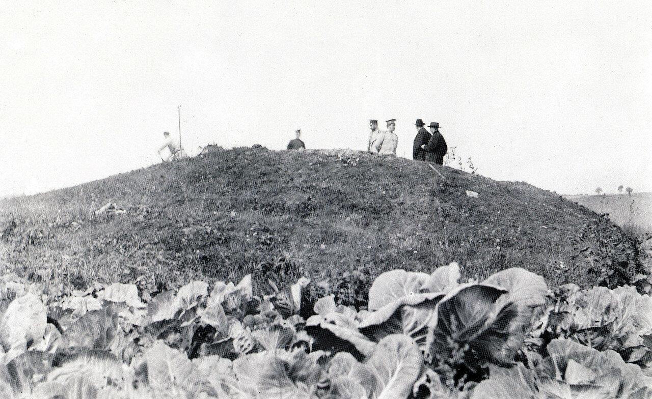 Раскопки церкви св. Василия Борисоглебского монастыря. Начало раскопок. 1909