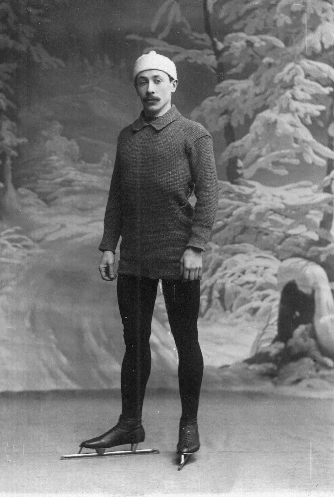 Спортсмен на беговых коньках. 1911