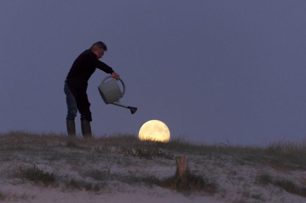 Французский фотограф Лоран Лаведер играет с Луной 0 145d67 d7785bf6 orig