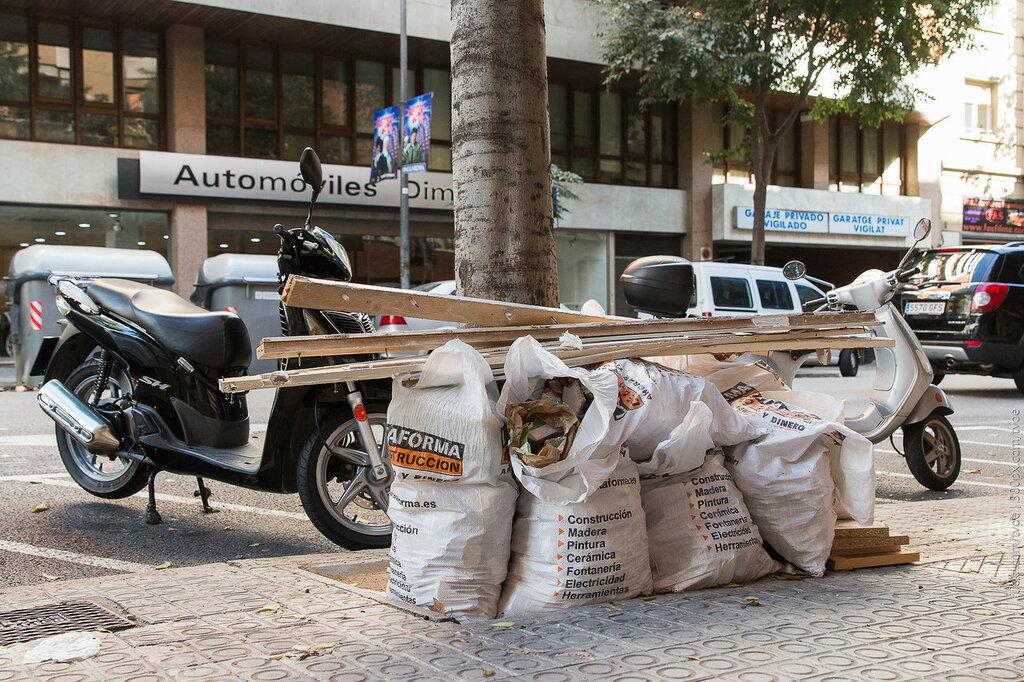 Мешки со строительным мусором в Барселоне