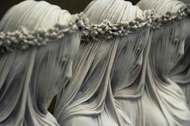 «Мраморная вуаль». Работа итальянского скульптора Рафаэля Монти.
