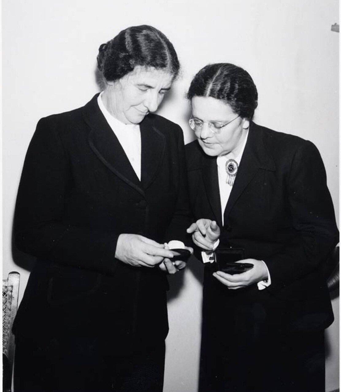 1950.  Голда Меир и Беба Идельсон на Генеральной Ассамблее ООН . 5 февраля 1950