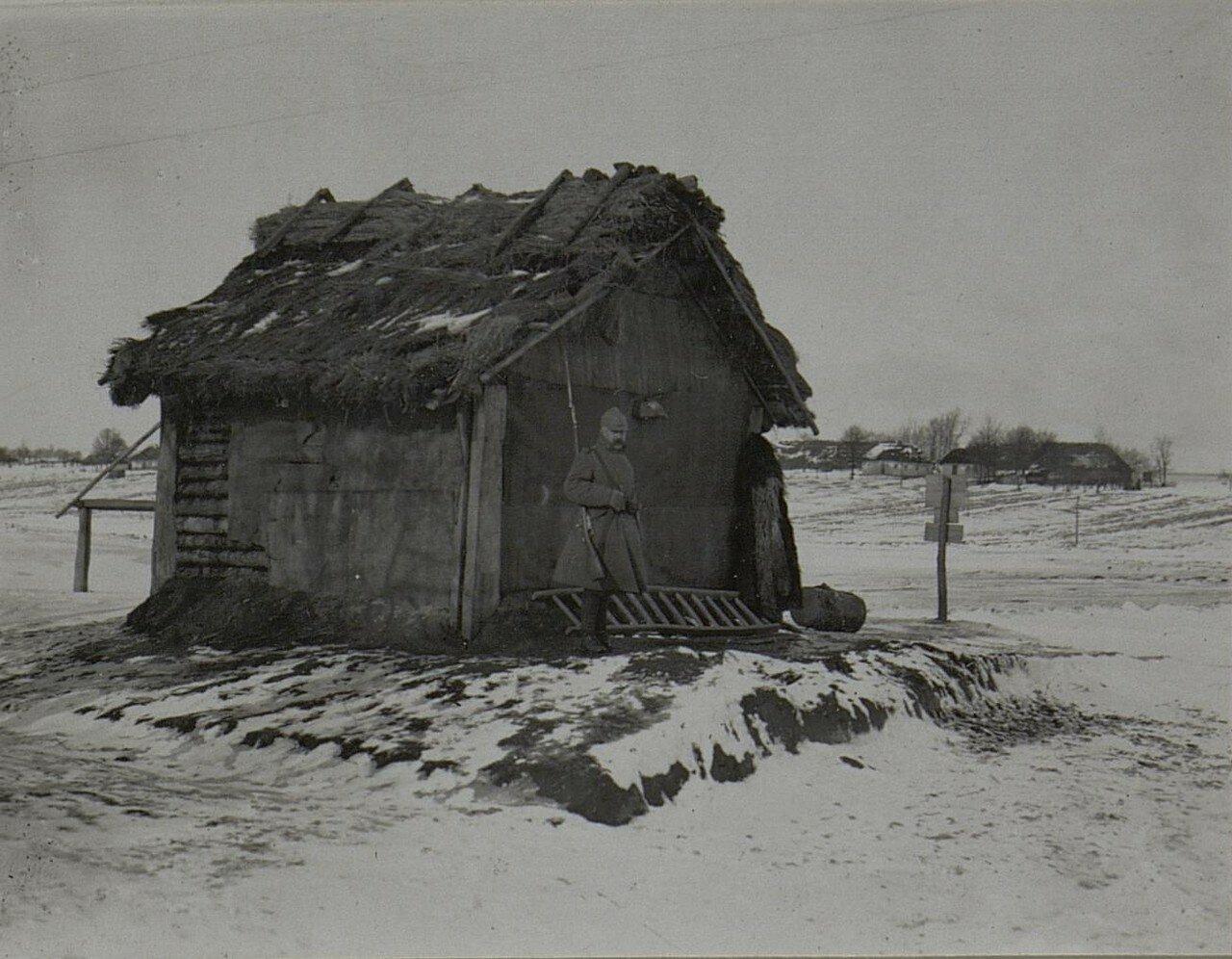 Павловичи. Караульная будка на краю села