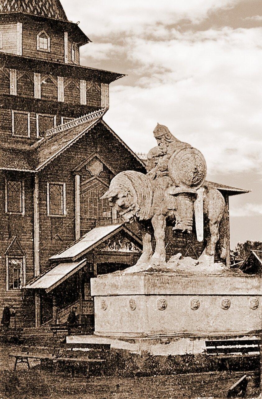 «Богатырь». Скульптор А.Козельский
