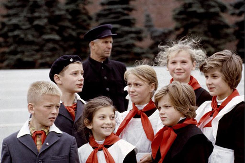 Москва, Красная площадь 1965, пионерское звено у Мавзолея.