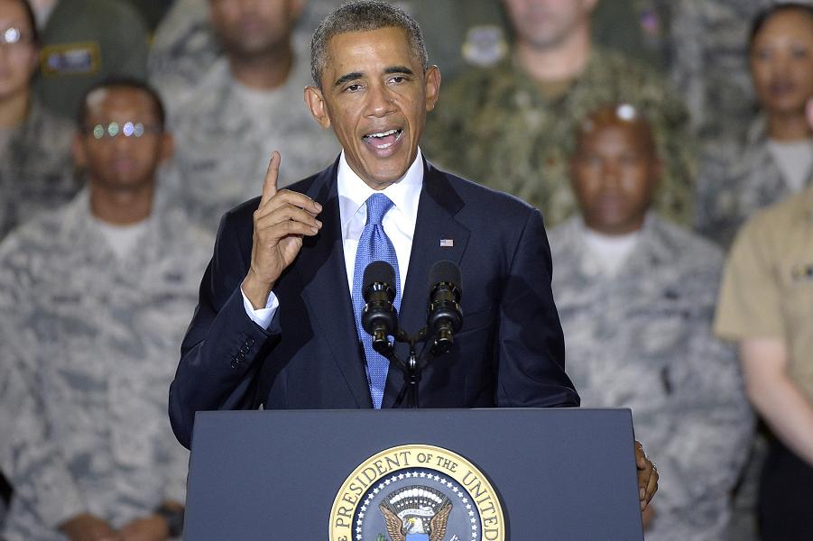 Obama на военной базе.png