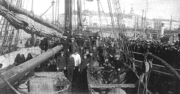 Седов. Спустя два года, «Святой Фока» снова в Архангельске, но уже без Седова.jpg