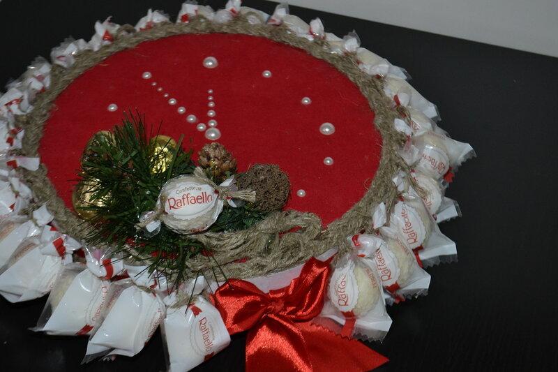 Часы из конфет, новогодний подарок своими руками