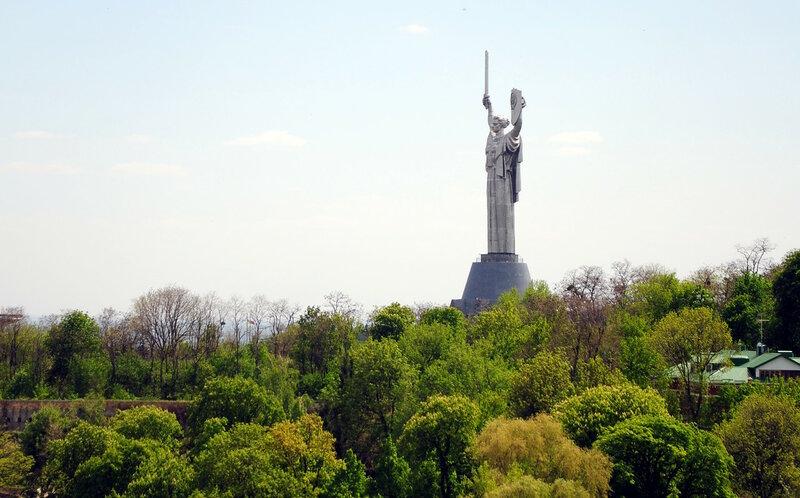 Монумент  Родина-Мать