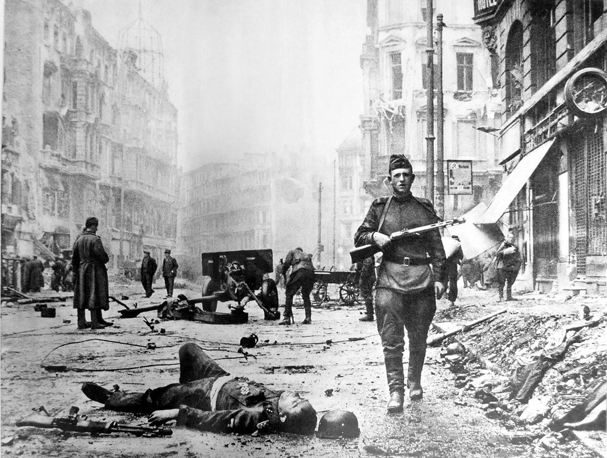 Падение Берлина на фотографиях весны 1945 года (9)