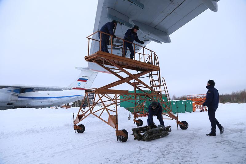 Avión de carga y transporte militar Ilyushin IL-76MD-90A (IL-476) 0_11d636_a4af5f2_orig