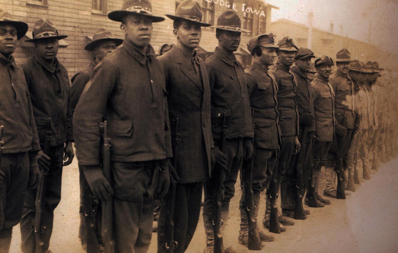 1918. Солдаты негры возле генштаба 88 дивизии