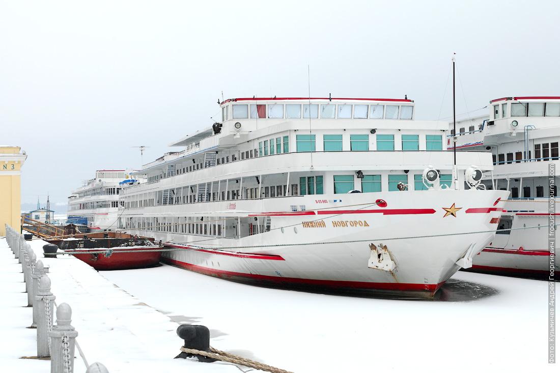 теплоход Нижний Новгород на зимнем отстое в Москве 2014 - 2015 год
