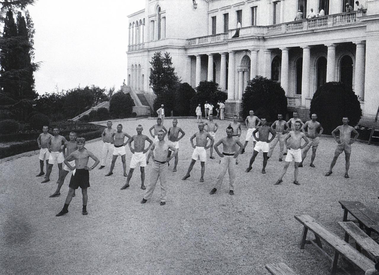 Morning exercise at Livadia Palace, converted into peasants' sanatorium; photo by Arkady Shaikhet, 1926.jpg