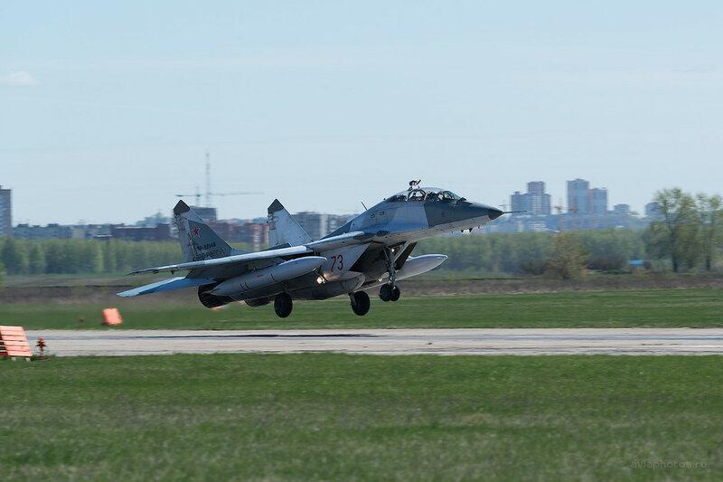 Микоян-Гуревич МиГ-29УБ (RF-92946 / 73 красный) D807978a