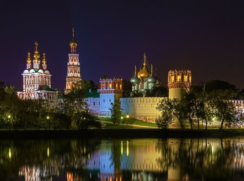 Новодевичий монастырь в осенних красках