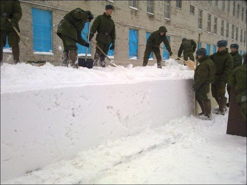 0 f5fa3 88f4742e orig Уборка снега в армии