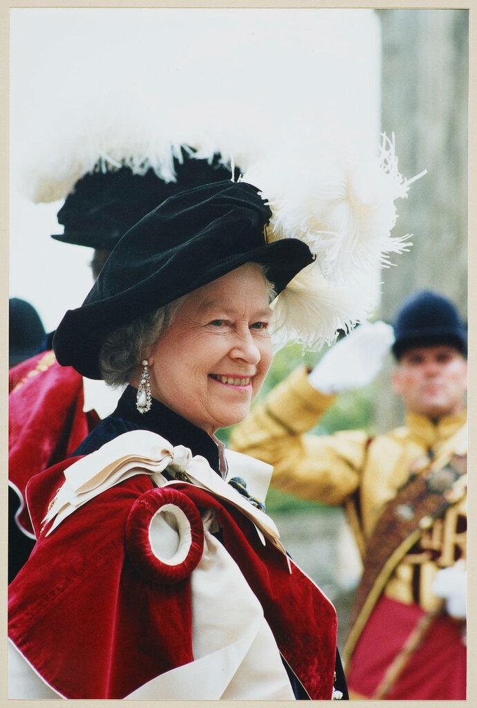 Ее Величество Королева (р. 1926) на Подвязки день, Виндзорский замок  июня 1998
