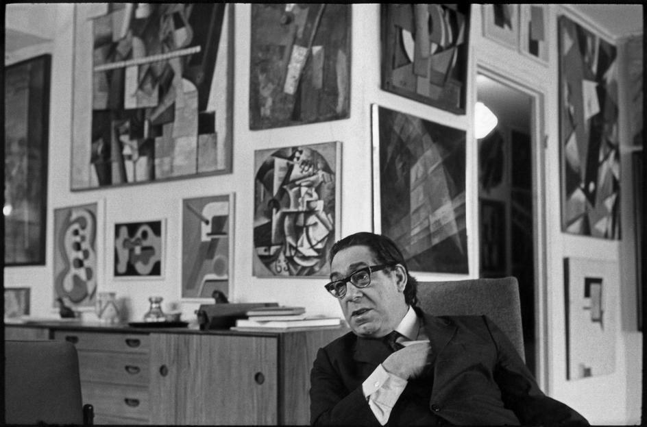1972. Москва. Георгий Дионисович Костаки, греческого происхождения  коллекционер  у себя дома
