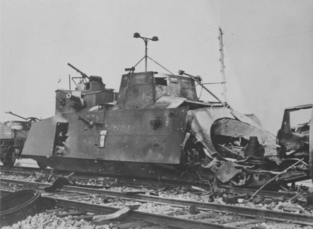 Уничтоженный броневагон Д-2.